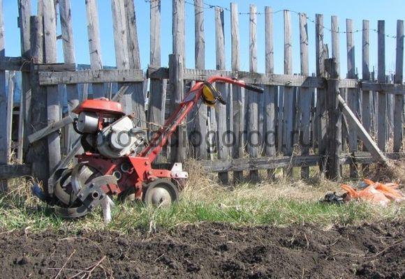 вспашка огорода мото блоком