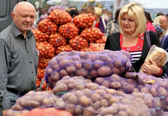 картошка на рынке