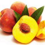 спелые фрукты на столе