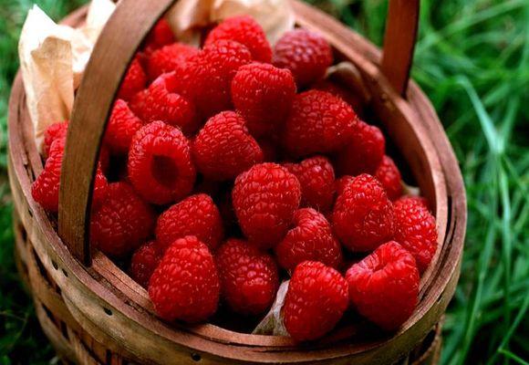 ягоды в корзине